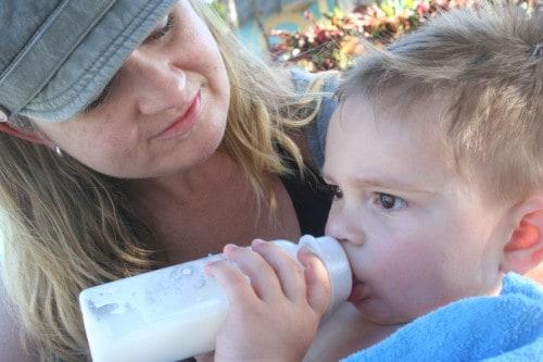 bottle feeding travel tips, milk in cuba, drink milk in cuba, cuba family travel, taking baby to cuba, taking toddler to cuba, drinking milk in cuba